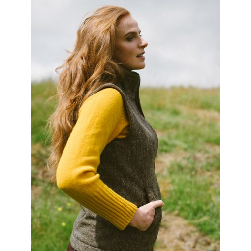 woman weating yellow jumper