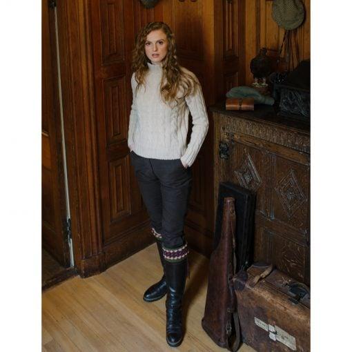 lady-angus-sock-olive-model